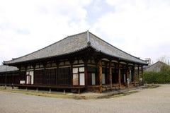 Corridoio principale del tempiale di Gangoji, Nara, Giappone. Immagine Stock