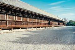 Corridoio principale del tempio buddista di Sanjusangendo a Kyoto, Giappone Fotografia Stock