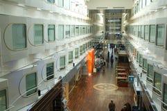 Corridoio principale di grande nave da crociera Immagini Stock Libere da Diritti