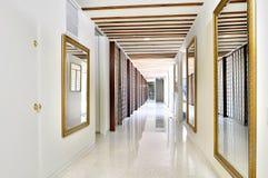 Corridoio rispecchiato lussuoso Immagine Stock Libera da Diritti