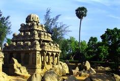 Corridoio scolpito con la palma in rathas del mahabalipuram- cinque Fotografie Stock