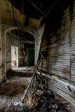 Corridoio sprofondante - ospedale & casa di cura abbandonati fotografie stock