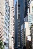 Corridoio urbano reso in edifici alti dentro del centro Fotografie Stock Libere da Diritti