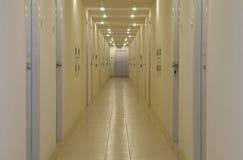 Corridoio vuoto con i portelli Immagine Stock Libera da Diritti