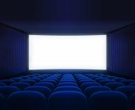 Corridoio vuoto del cinema blu con lo schermo in bianco per il film Fotografie Stock Libere da Diritti
