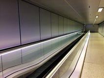 Corridoio vuoto lungo dell'aeroporto Fotografia Stock Libera da Diritti