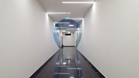 Corridoio vuoto stretto Immagini Stock