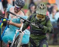 Corridore Costumed della bicicletta - guidacarta Immagini Stock Libere da Diritti