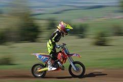 Corridore del junior di motocross immagini stock