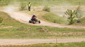 Corridore del motociclo sugli sport ATV durante il compet Fotografia Stock Libera da Diritti