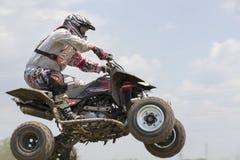 Corridore del motociclo sugli sport ATV durante il compet Fotografie Stock Libere da Diritti