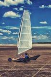 Corridore dell'aquilone sulla spiaggia fotografia stock libera da diritti