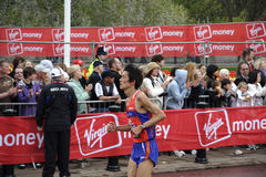Corridore dell'elite nella maratona 2010 di Londra Immagini Stock
