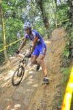 Corridore della bici di montagna fotografie stock libere da diritti