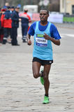 Corridore 2013 del posto di maratona della città di Milano secondo fotografia stock libera da diritti