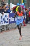 Corridore maratona della città 2013 di Milano fotografia stock