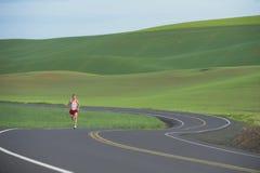 Corridore sulla strada rurale Fotografie Stock