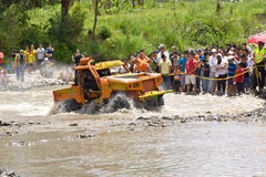 corridori 4X4 attraverso fango nell'Ecuador Fotografia Stock Libera da Diritti