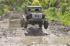 corridori 4X4 attraverso fango nell'Ecuador Fotografie Stock