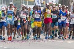 Corridori che partecipano ai camerati Marathon nel Sudafrica immagine stock libera da diritti