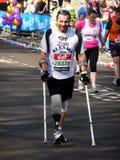 Corridori di divertimento alla maratona il 25 aprile 2010 di Londra Immagine Stock