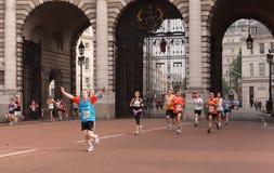 Corridori nella maratona mezza delle soste reali, Londra Fotografia Stock Libera da Diritti
