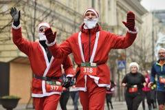 Corridori sulla corsa tradizionale di Natale di Vilnius fotografia stock libera da diritti