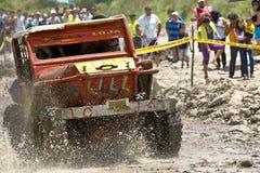 corridori 4X4 attraverso fango nell'Ecuador Fotografie Stock Libere da Diritti