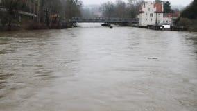 Corriente áspera del río Sigmaringen, Baden-Wurttemberg, Alemania almacen de metraje de vídeo