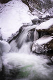 Corriente ahumada 2 del invierno de la montaña Fotografía de archivo