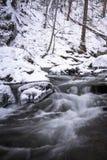 Corriente ahumada 3 del invierno de la montaña Fotos de archivo