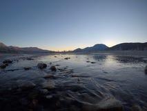 Corriente congelada fría del río Imagen de archivo libre de regalías