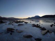 Corriente congelada fría del río Imagen de archivo