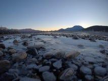 Corriente congelada fría del río Fotografía de archivo libre de regalías