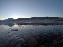 Corriente congelada fría del río Imágenes de archivo libres de regalías
