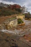 Corriente del agua termal que fluye abajo de los pasos en Loutra Edipsou Fotos de archivo libres de regalías