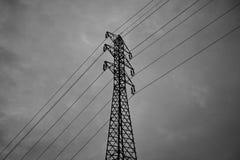 Corriente eléctrica principal del pilón alto de la electricidad alta Foto de archivo