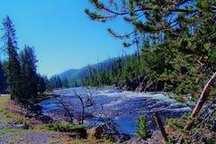 Corriente en montañas Foto de archivo libre de regalías