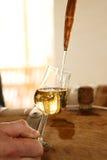 Corriente hermosa en un vidrio de whisky Foto de archivo libre de regalías