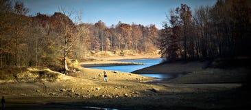 Corriente y desierto del lago Foto de archivo