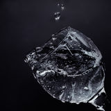 Corrientes del vidrio Riegue la colada en un vidrio Foto de archivo