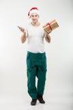 Corriere - un contenitore, un regalo e un telefono di mano Fotografie Stock