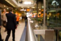 Corrimano nel centro commerciale Fotografia Stock Libera da Diritti