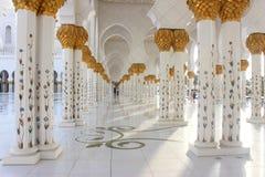 Corriords i kolumny Sheikh Zayed meczet Obrazy Stock