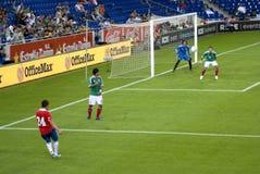 Corrispondenza di gioco del calcio. Il Messico-Cile Fotografia Stock