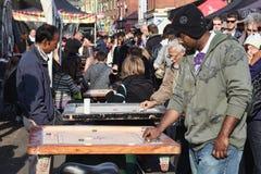 Corrom stołowa gra w Ceglanego pasa ruchu ulicznym rynku Zdjęcie Royalty Free