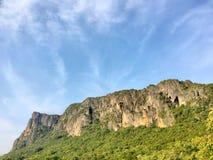 Corrosão do cume da montanha da pedra calcária do tempo fotografia de stock