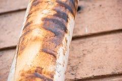 Corrosione sul tubo di scarico fotografie stock