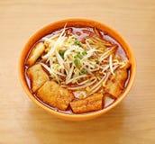 Corroyez Laksa pour lequel est une soupe de nouilles épicée traditionnelle populaire Image libre de droits