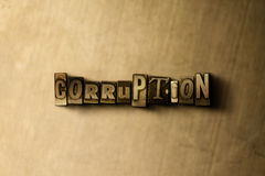 CORRUPTIE - close-up van grungy wijnoogst gezet woord op metaalachtergrond stock foto's